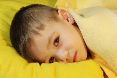 Поза ребенка при менингите